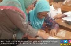 Pengin Banget Punya Ijazah SD, Mbah Wariyah Ikut USBN - JPNN.com