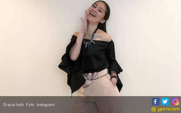 Gracia Indri Bersyukur Bisa Tahun Baruan Bareng Keluarga - JPNN.com
