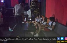 Ladies Pakai Seragam SD demi Goda Para Pria, Ini Fotonya - JPNN.com