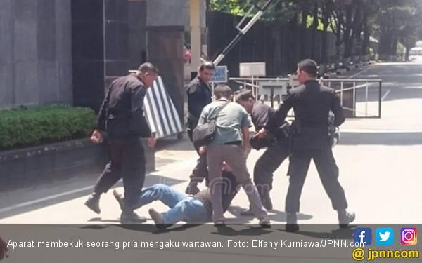 Mako Brimob Masih Tegang, Pria Mengaku Wartawan Dibekuk - JPNN.com