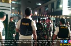 Keluarga Penabrak Pagar Mabes TNI Dibawa ke Polres Jakpus - JPNN.com