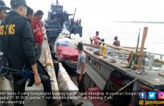 Puluhan Ton Bawang Merah Ilegal Disita, 5 ABK Kapal Ditahan - JPNN.com