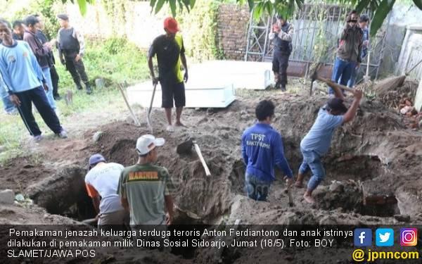 Pemakaman Jenazah Teroris, Di Sana Sini Ditolak Warga - JPNN.com
