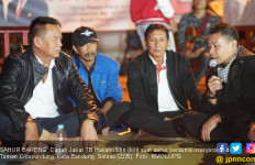Paparkan Program, Kang Hasan Sahur Bareng Para Loper Koran - JPNN.com