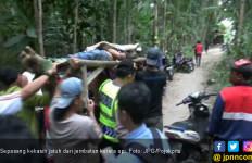 Pacaran Sambil Ngabuburit di Jembatan, Pasangan Terjatuh - JPNN.com