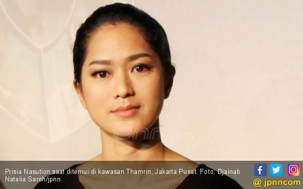 Gegara Orang Gila, Prisia Nasution Bikin Kopi Panas - JPNN.com