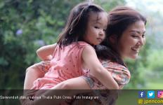 Di Bulan Ramadan, Sarwendah Ajarkan Putrinya Berbagi - JPNN.com