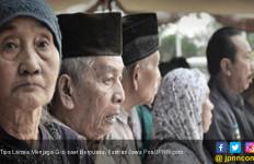 Tips Lansia Menjaga Gizi saat Berpuasa - JPNN.com