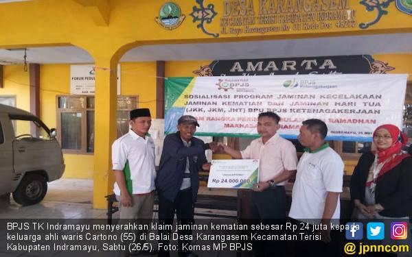 BPJS TK Serahkan Klaim Jaminan Kematian Petani Indramayu - JPNN.com