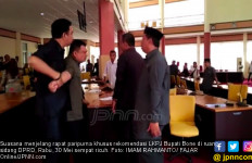 Anggota Dewan Terhormat Nyaris Adu Jotos - JPNN.com
