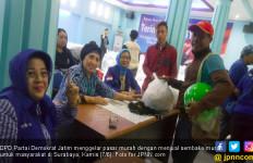 Sembako Murah Demokrat, Driver Ojek Online Antusias Beli - JPNN.com