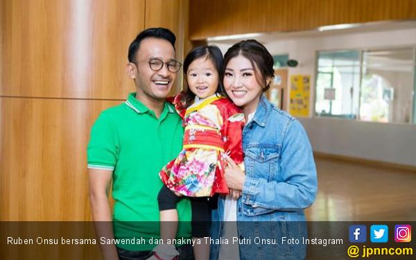 Ruben dan Sarwendah Pilih di Singapura Sampai Juli - JPNN.com