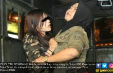 Dandanan Seksi dan Bau Alkohol, Melda Nekat Lawan Satpol PP - JPNN.com
