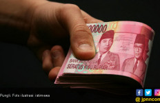 OTT di Labusel, Bendahara Dinkes Kabur Lewat Jendela - JPNN.com