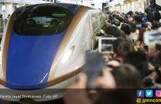 Horor di Gerbong Kereta Cepat, Satu Penumpang Tewas Digorok - JPNN.com