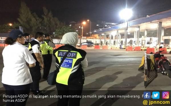H+3, Pelabuhan Merak Relatif Masih Lengang, Bakauheni Ramai - JPNN.com