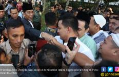 Ribuan Orang Rela Antre Demi Bersalaman dengan Pak Jokowi - JPNN.com