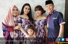 Pakai Baju Terbuka Saat Lebaran, Ayu Ting Ting Banjir Kritik - JPNN.com