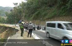 Arus Balik, Hati-Hati Lewat di Jalan Amblas Ini - JPNN.com