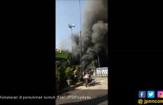 Rumah di Bawah Kolong Jembatan Terbakar - JPNN.com