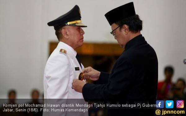 Tanda Jokowi Takut Jagonya Kalah di Pilgub Jabar - JPNN.com