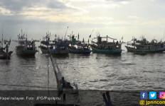 Ombak Tinggi, Satu Kapal Lagi Terbalik di Jember - JPNN.com