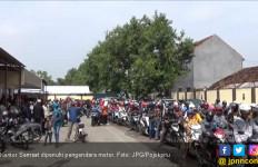 Samsat Diserbu Ribuan Pengendara Motor - JPNN.com