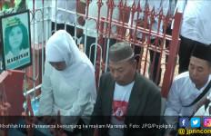 Khofifah Kembali ke Makam Marsinah - JPNN.com