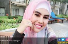 Kartika Putri Pulang Haji Bareng Suami? - JPNN.com