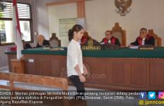 Hidup di Bui, Si Cantik Eks Pramugari Diisukan Jadi Lesbi - JPNN.com