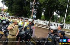 Pjs Wali Kota Cirebon Layangkan Tinju ke Personel Polisi - JPNN.com