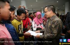 Antrean di MPP Melonjak, Bupati Azwar Anas Semangati Petugas - JPNN.com