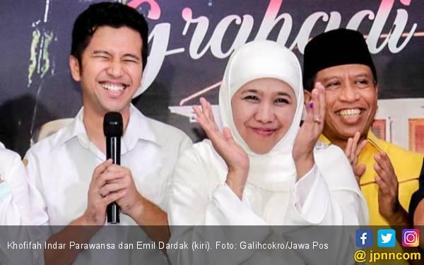 Jelang Dilantik jadi Gubernur Jatim, Khofifah Bertemu Risma - JPNN.com