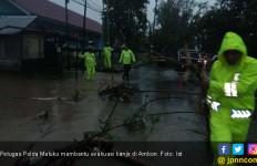 Atasi Banjir, Polda Maluku Terjunkan Brimob dan Sabhara - JPNN.com