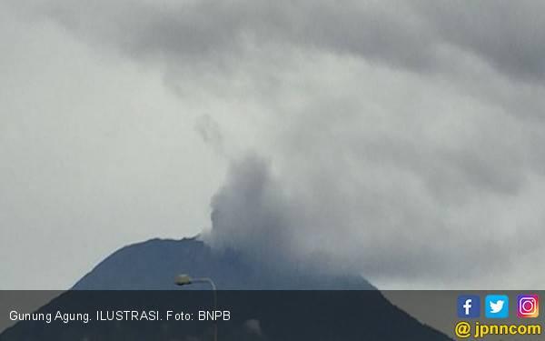 Gunung Agung Erupsi, 7 Wilayah di Bali Terpapar Abu Vulkanis - JPNN.com