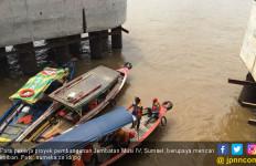 Pekerja Proyek yang Jatuh ke Sungai Musi Hilang Terbawa Arus - JPNN.com