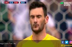 Serangga Ikut Menyerang Hugo Lloris saat Uruguay vs Prancis - JPNN.com