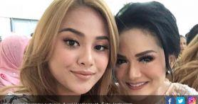 Komentari Unggahan Krisdayanti di Instagram, Aurel: WhatsApp Aku Enggak Dibalas-balas