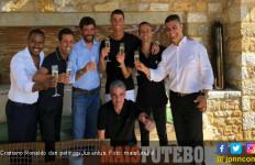 Cristiano Ronaldo dan Si Nyonya Tua pun Bersulang Sampanye - JPNN.com
