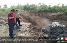 Pasutri Tewas Mengenaskan Tertimbun Tanah di Tambang Ilegal - JPNN.com