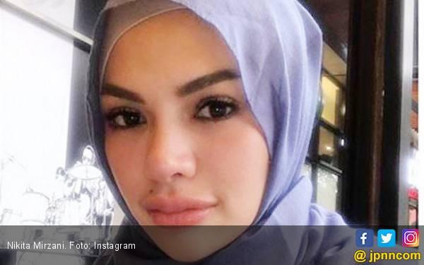 Berhijab, Nikita Mirzani Akan Sumbangkan Baju Seksinya - JPNN.com