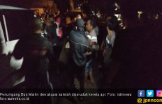Terobos Perlintas, Bus Marlin Diseruduk Kereta Api di Lahat - JPNN.com
