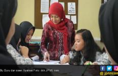 Ironis, Guru Mengajar Teknologi tapi Tak Punya Kompetensi - JPNN.com