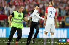 Pussy Riot Serbu Final Piala Dunia, Ini 6 Tuntutan Mereka - JPNN.com