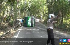Bus Rombongan Hajatan Terguling di Tanjakan - JPNN.com