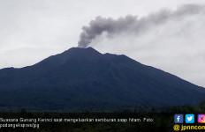Semburan Asap Gunung Kerinci dan Gempa Bikin Warga Khawatir - JPNN.com