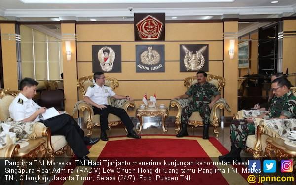 TNI - AB Singapura Bersama Menjaga Perairan Selat Malaka - JPNN.com