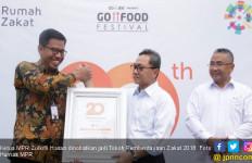 Zulkifli Hasan Tokoh Pemberdayaan Zakat 2018 - JPNN.com
