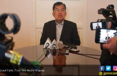 Keras, Ungkapan Kekecewaan JK Ambulans PMI Dituduh Bawa Batu Bagi Pedemo - JPNN.com