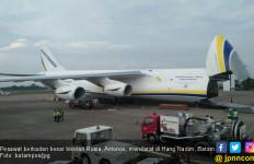 Lihat, Antonov Mendarat di Batam, Mau Angkut Pipa ke Nigeria - JPNN.com
